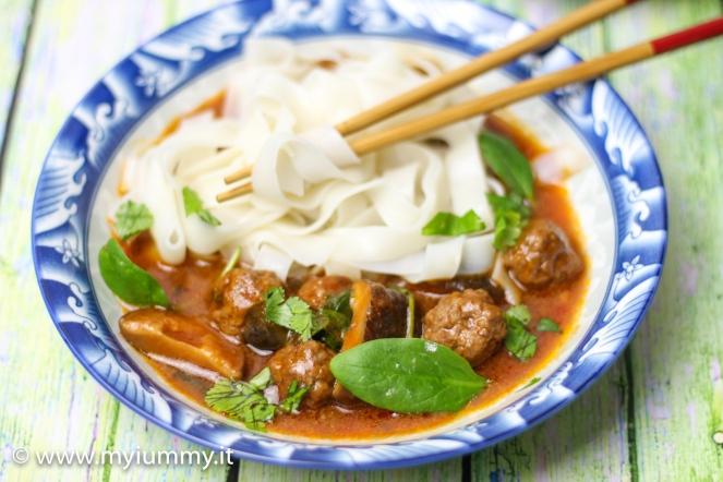 zuppa noodle e shiitake